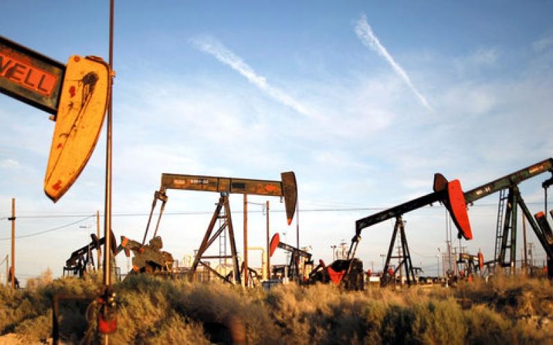 """ارتفاع أسعار  النفط  مع توصل"""" أوبك """"إلى اتفاق لخفض الانتاج"""