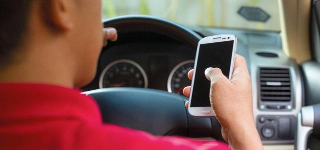 حوادث بليغة بسبب «الشات» أثنـاء القيادة.. والسائق قاتل أو مقتول