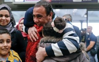 إيطاليا تستقبل 75 لاجئاً سورياً نقلوا جواً من لبنان