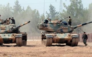القـــوات التركية تدمر 65 هدفاً لـ «داعش» والأكراد شمال سورية