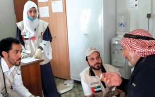 أطباء إماراتيون يقدمون خدماتهم للاجئين السوريين في اليونان