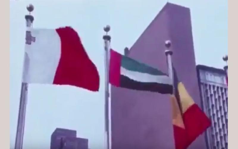 شاهد بالفيديو.. لحظة رفع علم الإمارات في مقر الأمم المتحدة  لأول مرة