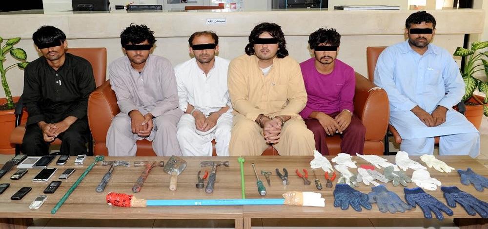 شرطة أبوظبي تضبط رجلين بتهمة سرقة خزائن حديدية في العين