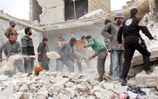 قصف مكثف على شمال ســـورية.. والمساعدات تقترب من النفــــاد في حلب