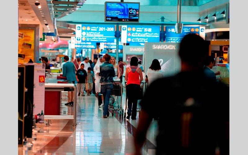 """""""القطط"""" ترفّه عن المسافرين في مطار دبي الدولي"""