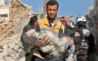 قصف جوي ومدفعي للنظــــــــام على حلب.. وقتلى بهجوم على حــاجز في إدلب