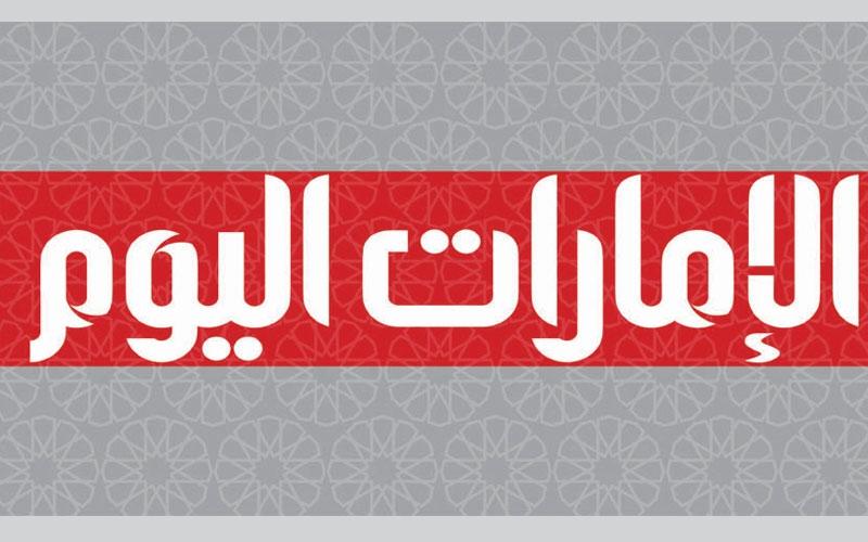 الصورة: إصابة عربي سقط من الدور الثالث ببناية في الشارقة