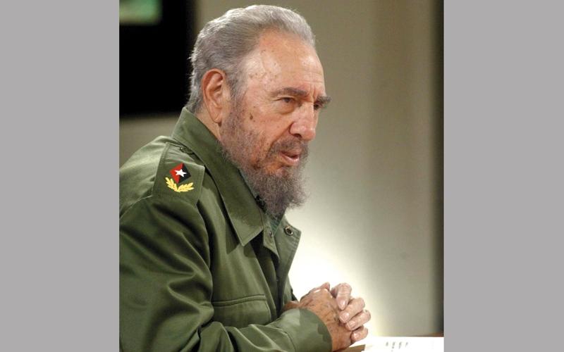 وفاة فيدل كاسترو تطوي صفحة رمز بارز في التاريخ