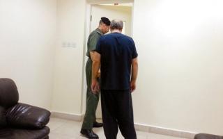 الصورة: 1.8 مليون درهم تعيد 25 سجيناً من الغارمين إلى أسرهم