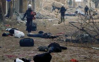 50 ألفاً فروا من شرق حلب.. و21 قتيلاً بقصف للنظام على النازحين