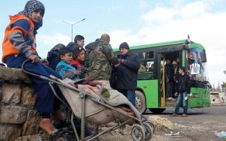 خيارات مرعبة أمام الفارين من معارك حلب