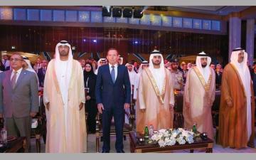 مكتوم بن محمد يكرّم الفائزين بجائزة «محمد بن راشد للمعرفة»