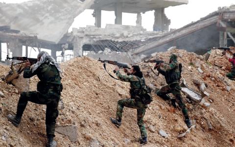 النظام يواصل تقدمه في حلب.. وموسكو تبحث مع واشنطن إخراج المعارضة