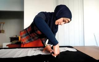 مصمّمة أزياء في غزة تغيّر نظرة المجتمع إلى المرأة