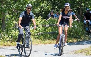 رحلات الرئيس أوباما إلى مسقط رأسه تستنزف الخزينة العامة