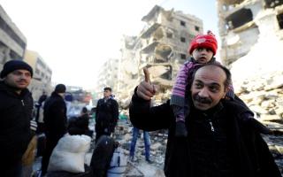 النظام يستأنف غاراته على شـرق حلب.. وقلق «أممي» إزاء فقدان مـئات النازحين