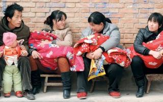 الصورة: عائلات صينية ترغب في إنجاب الإناث لتحقيق التوازن