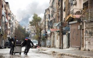 تجدد المعارك والقصف فــي حلب بعد تعليق اتفاق إجلاء المقاتلـــين