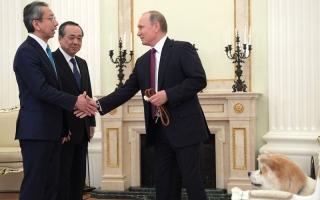 كلبة الرئيس الروسي تخرق جميع الأعراف الدبلوماسية
