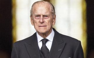 الأمير فيليب يسخر من المذيع شوفيلد