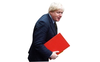وزير الخارجية البريطاني يسخر من رئيسة وزراء بلاده