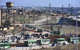 بدء عملية الإجلاء من آخر جيـب للمـــــــعارضة في حلب.. وأوروبا تدرس كل الخيـــــارات