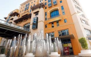 «اقتصادية دبي» تخالف 8 محال تجارية روّجت منتجاتها في الشوارع