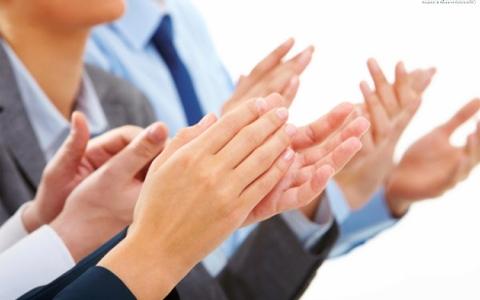 #سؤال _ بسيط ..كيف بدأ التصفيق؟ ومن أول من صفق؟