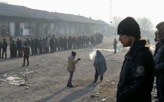 الصورة: لاجئات يهربن من قسوة الحياة في بلادهن ليجدن ما هو أنكى في أوروبا