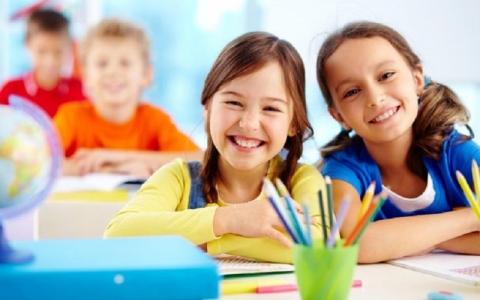 #سؤال _ بسيط.. كيف تحدد المدارس إجازات الطلاب  ؟