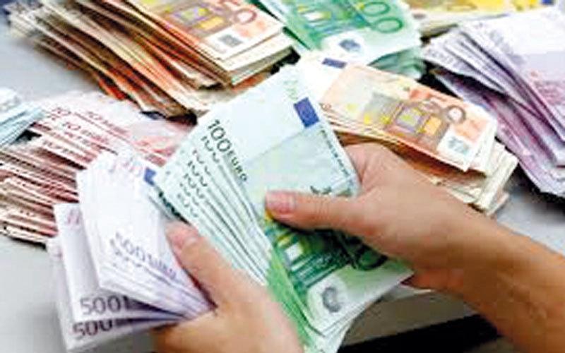 «اليورو» يتجه إلى تكبّد خسارة سنوية رغم ارتفاعه أمام الدولار