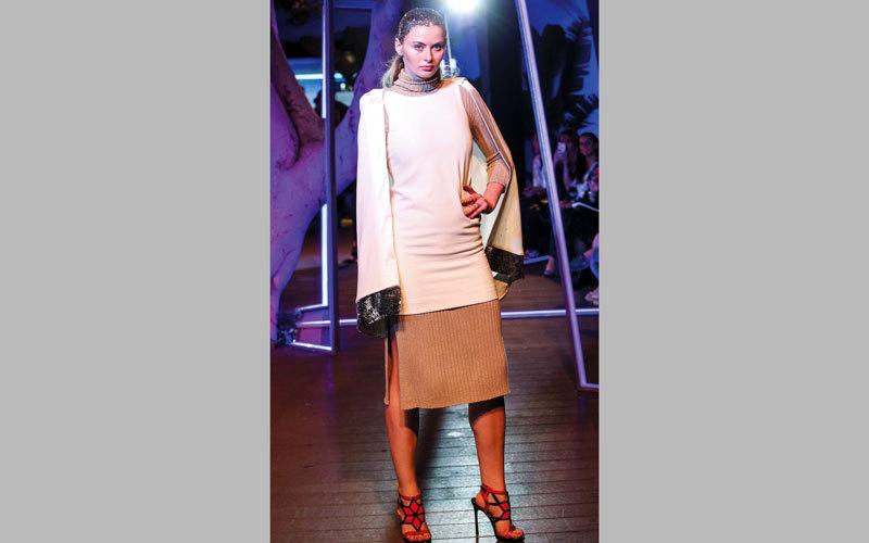 «ستريت ران وي».. عروض أزياء متجولة.. والخلفية دائماً: دبي