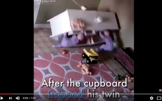 بالفيديو.. طفل صغير ينقذ أخاه من الموت