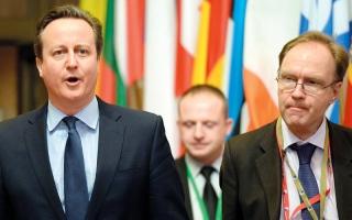 سفير بريطاني يعتقد أن زملاءه أقل منه شأناً