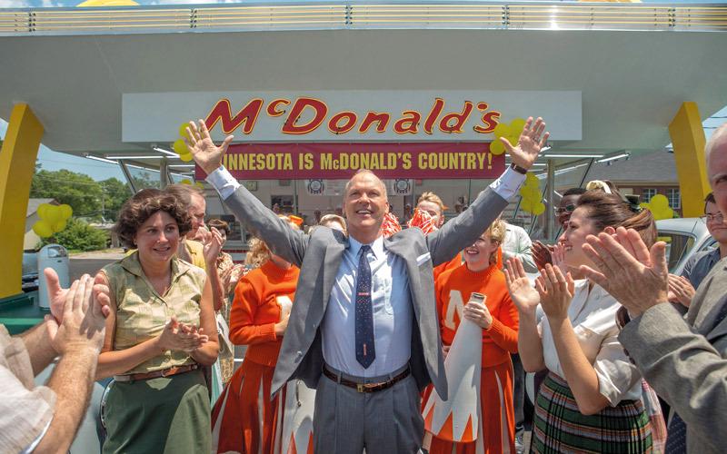 مايكل كيتون يطيح بالشقيقين ماكدونالد في «المؤسس»