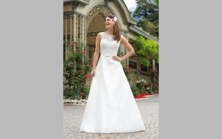 الصورة: 5 إطلالات لفستان «ليلة العمر»