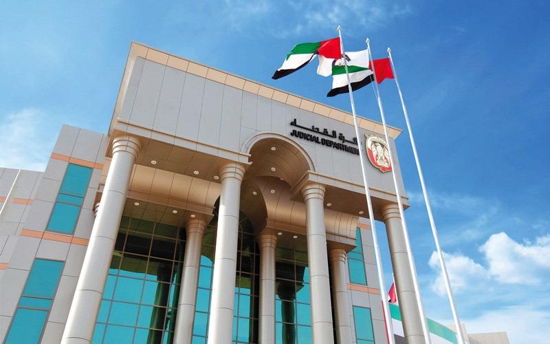 """الصورة: """"جنح أبوظبي"""" تحدد موعد مرافعتي النيابة والدفاع في قضية """"المحافظ الوهمية"""""""
