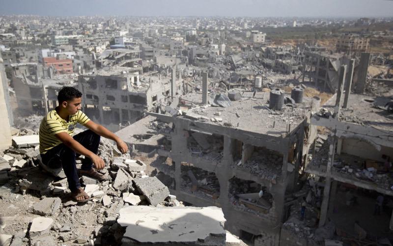 إسرائيل تتعمّد تأخير عملية الإعمار من خلال التحكم في إدخال كمية الأسمنت.  الإمارات اليوم