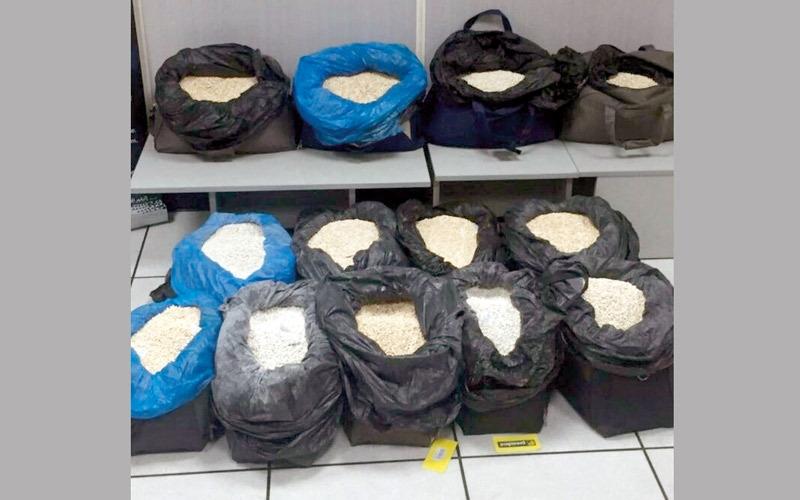 شرطة أبوظبي تحبط تهريب 2.6 مليون حبة مخدرة