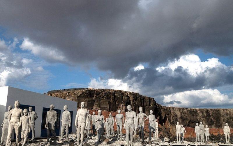 بالصور.. 300 تمثال تحت الماء!