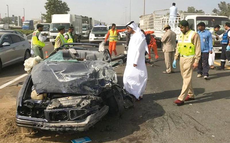 وفاة شخص في اصطدام بمركبة متعطلة وسط الطريق