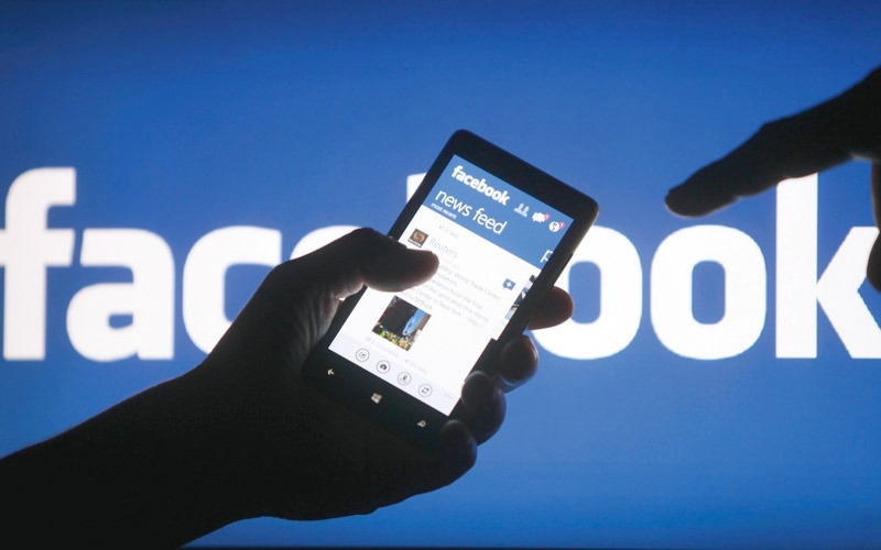 الصورة: «فيس بوك» يطرح آلية للتحذير من الأخبار الزائفة والملفقة في ألمانيا