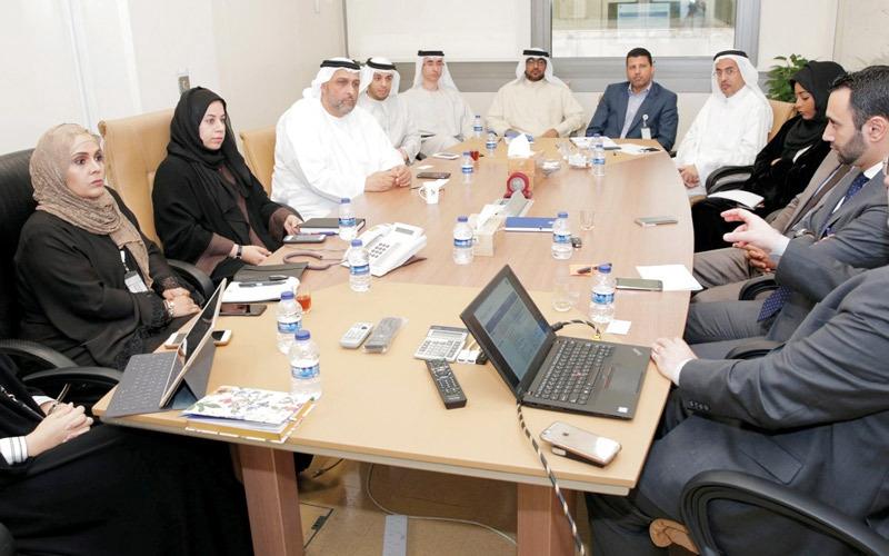 بلدية دبي تبحث تطبيق «التراسل الحكومي»