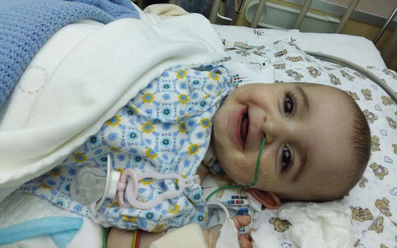 متبرع يتكفل بعلاج الطفلة «فاطمة»