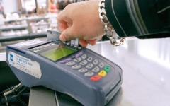 الصورة: استخدام بطاقات الائتمان أثناء السفر