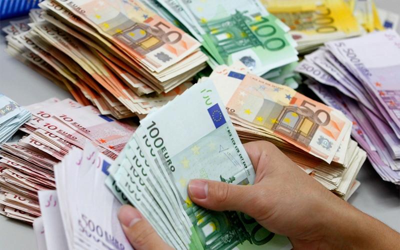 لص يهرب بعد سرقة مجوهرات قيمتها 15 مليون يورو