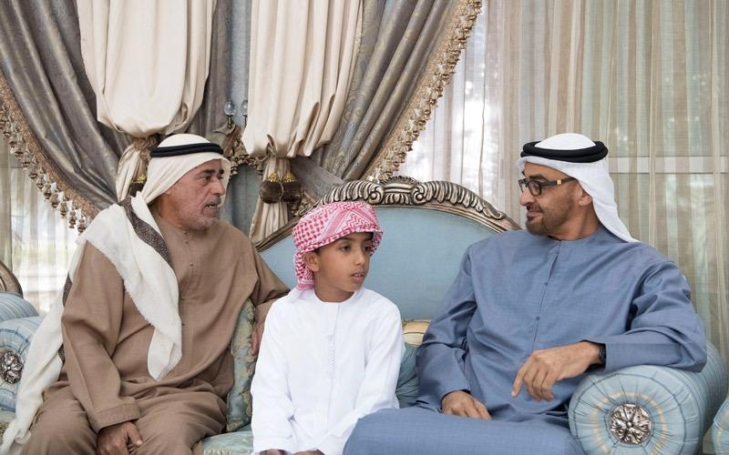 محمد بن زايد يعزّي أسرة الشهيد عبدالله الكعبي
