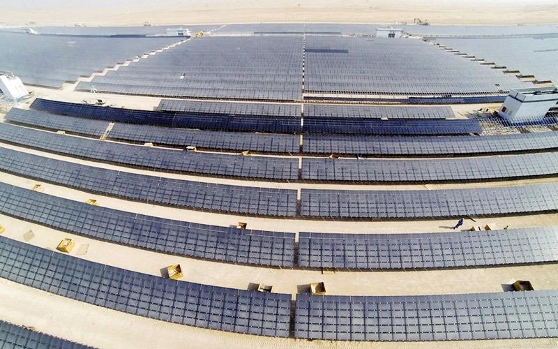 «كهرباء دبي» تطلب عروضاً لإنجاز محطة الطاقة الشمسية المركزة