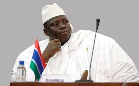 الرئيس الغامبي المنتهية ولايته يغادر السلطة
