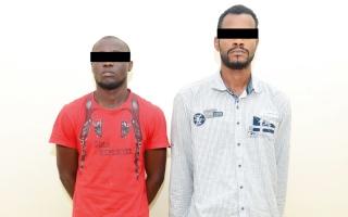 ضبط متهمَين بسرقة سائقي التاكسي تحت تهديد السلاح